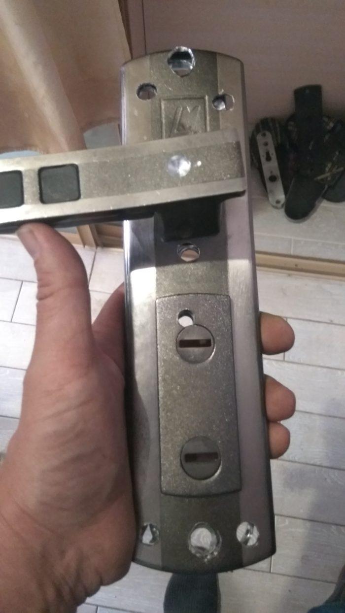 Испорченная ручка двери